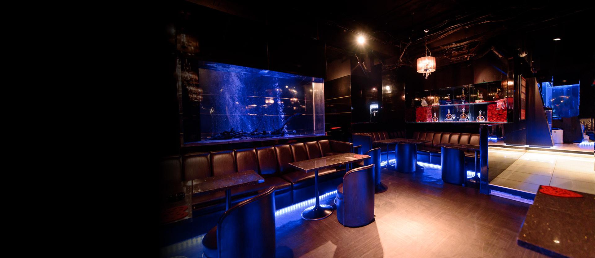 クラブ 新宿 ホスト 今、全国から職を失った若者が歌舞伎町のホストクラブに集まっている! 『夢幻の街』